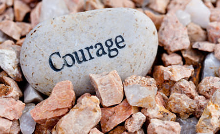 cu-totii-ascundem-ceva-sa-avem-curajul-sa-descoperim-ce